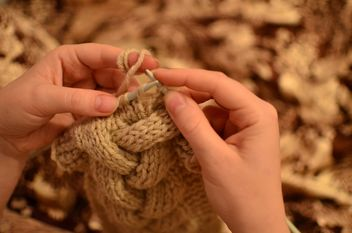 Close-up of female hands knitting a warm clothes - image gratuit(e) #342915