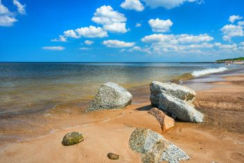 Landscape of sea coastline, rocks and sand - image #344015 gratis