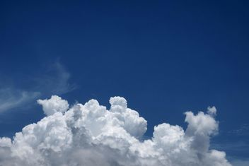 Blue sky with white cloud - Kostenloses image #344215