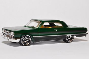 Small model of green automobile on white background - Kostenloses image #346935