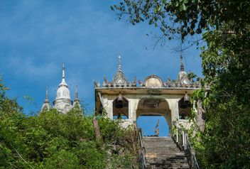 Ancient Thai temple against blue sky - бесплатный image #347295