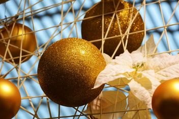 Gold Christmas decorations closeup - image gratuit #348435