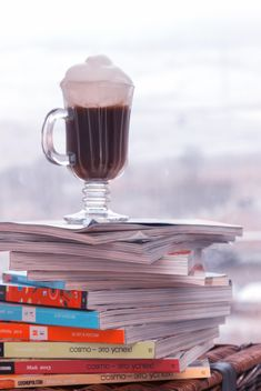 Cup of coffee on pile of magazines - image #350305 gratis