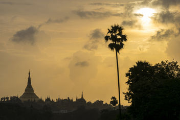 Sunset Over Shwedagon Pagoda v. 1.0 - бесплатный image #376705