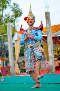 man dancing on thai show - image gratuit #380495
