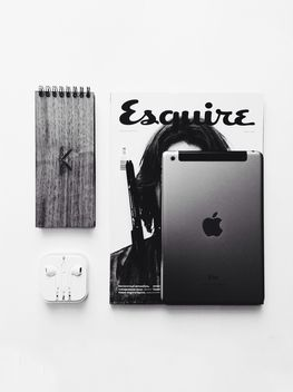 Magazine, ipad, earpod, sketchbook - image gratuit(e) #385195