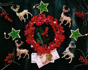 Christmas decorations and money - бесплатный image #136295