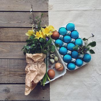 Easter eggs and flowers - image #136525 gratis