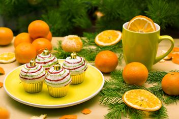 Christmas decorations, tangerines and fir branches - image #182615 gratis