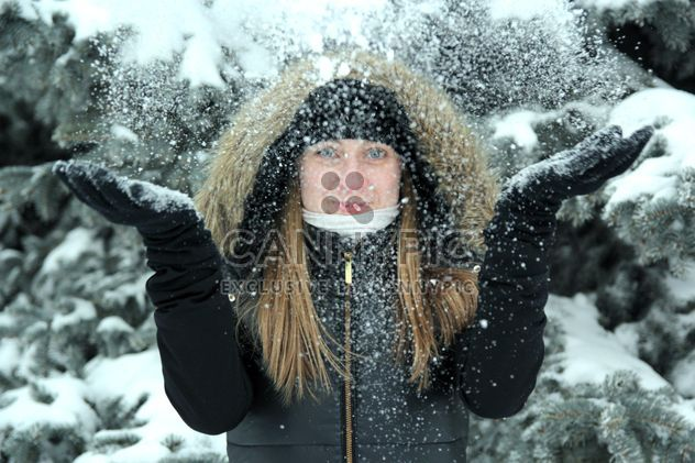 Portrait of woman in winter park - Free image #182635