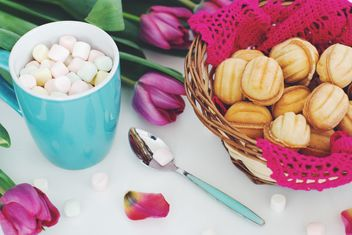 Cookies, marshmallows and tulips - image #182695 gratis