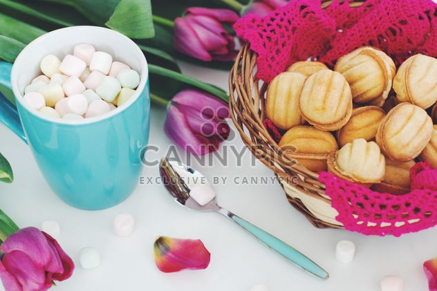 Cookies, marshmallows and tulips - Free image #182695