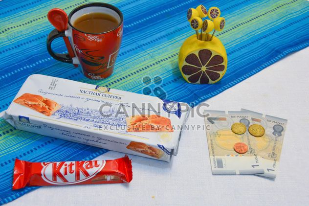 Cookies, chocolate, cup of coffee and money - Free image #182805