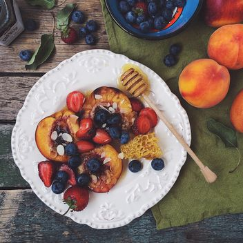 Fruits and berries with honey - бесплатный image #183225