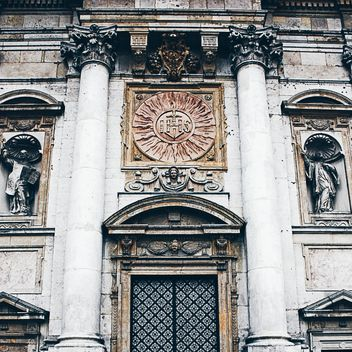 Old cathedral facade - image #183295 gratis