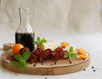 Cheese, vine and carpaccio - image gratuit #183345
