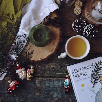 Cup of tea, book and Christmas decorations - image #183855 gratis