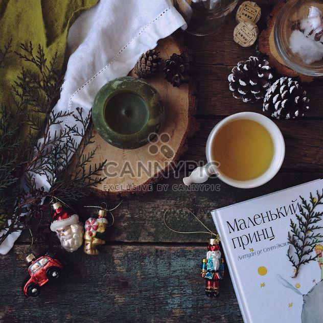 tasse tee buch und weihnachtsschmuck kostenloser bild download 183855 cannypic. Black Bedroom Furniture Sets. Home Design Ideas