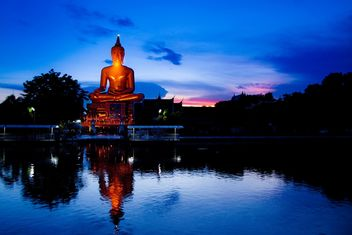 Buddha statue near the pond - бесплатный image #184275
