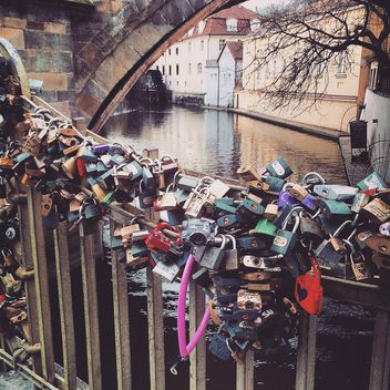 Padlocks on a bridge - бесплатный image #184405