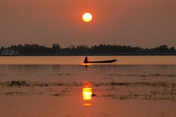 Silhouette of fishermen in boat - Free image #186075