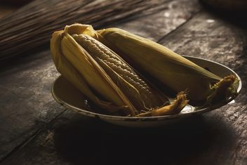 Corn cobs in plate - Free image #186135