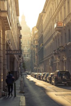 Architecture and cars in street - image gratuit #186235