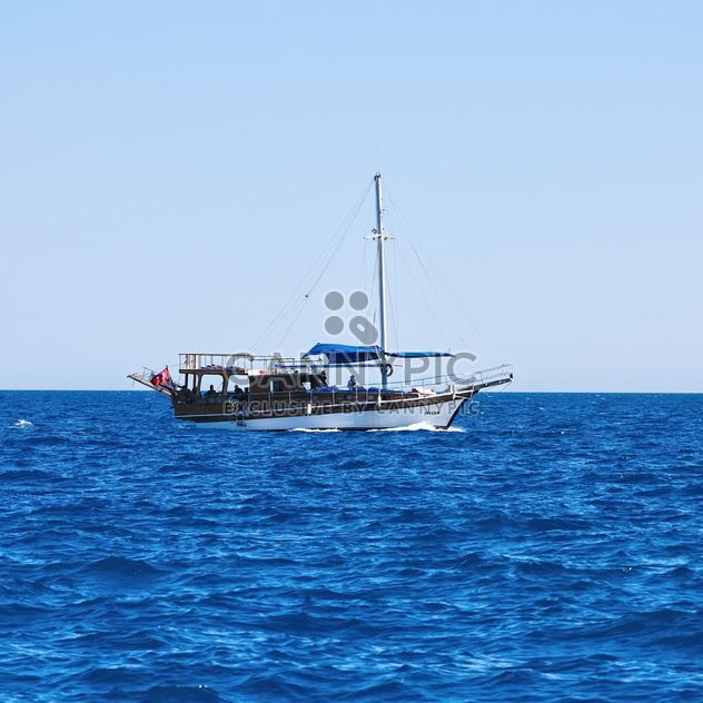 Boat in sea, Antalya - Free image #186285