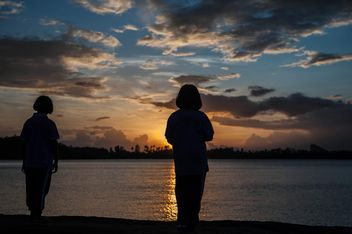 Silhouettes at sunset - image gratuit #186545