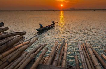 Fisherman in boat on sea - Kostenloses image #186595