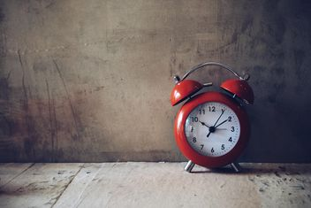 Red alarm clock - image #187115 gratis