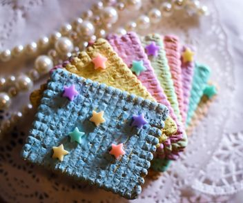 Cookies decorated with pearls - image #187445 gratis