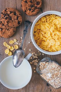 Cereals, milk and cookies for breakfast - image #187895 gratis