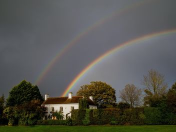 Landscape with rainbow over house - image gratuit #198235