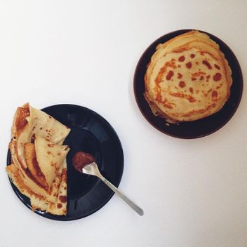 Tasty pancakes on black plates - бесплатный image #198495
