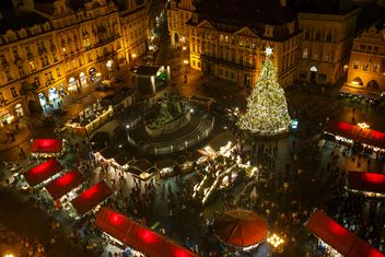 #prague #czech #czechrepublic #europe #architecture #buildings #outdoor #travel #tourism #view #lights #old #cityscape #city #scene #nightshot #night #christmas #xmas #newyear #garlands #winter #christmastree #themainsquare #square - image gratuit #198635