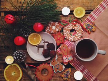 Christmas cookies and tangerines - image #198845 gratis