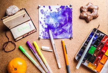 art supplies on the table - image gratuit #198925