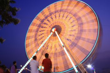 Ferris wheel at night - image #199015 gratis