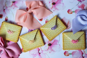Cookies With A colorful Bows - image gratuit #201005