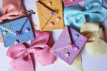 Cookies With A colorful Bows - image gratuit #201025