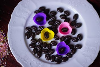 Coffee Beans On Porcelain Plate - image #201135 gratis