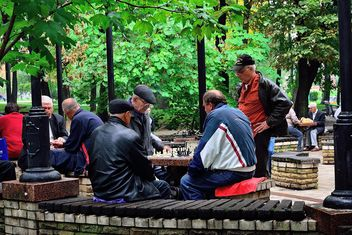 Men playing chess - image #229435 gratis