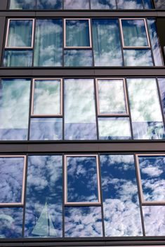 sky on the facade's reflection - image gratuit #271635