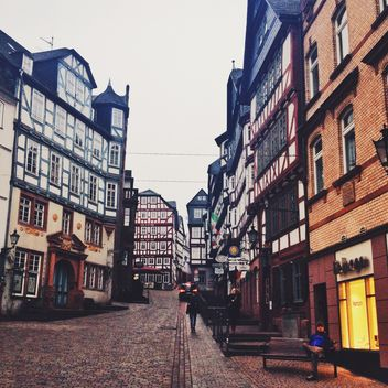 Colorful buildings in the street of Marburg, Germany - Kostenloses image #271675