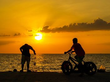 Silhouettes at sunset - image gratuit #271885