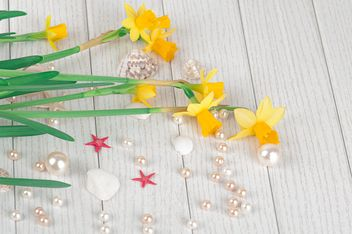 Daffodils on white wooden background - бесплатный image #272575