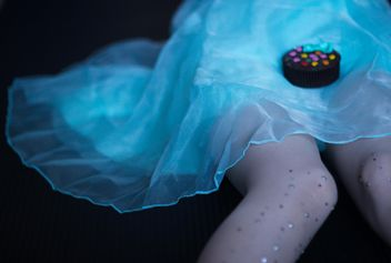 Cookie on girl's dress - image #273735 gratis