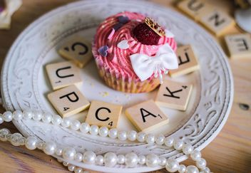 cupcake with wooden letters - image gratuit #273745