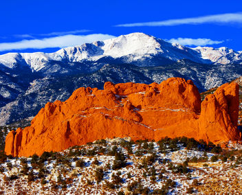 Sweet America, Pikes Peak Mounatin from Garden of the Gods Park, with Kissing Camels in the foreground, located in Colorado Springs, CO. - Kostenloses image #279735